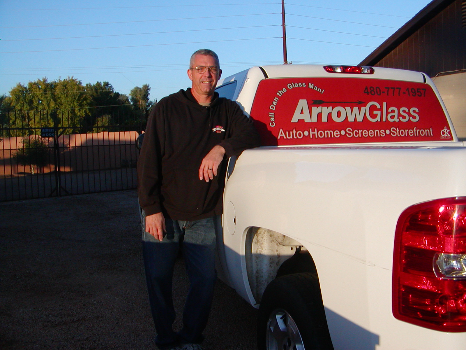Arrow Glass Company in Mesa, AZ sells and services auto glass, residential glass and commercial glass.